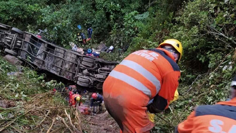 Cayó un ómnibus por un precipicio: 23 muertos y 13 heridos