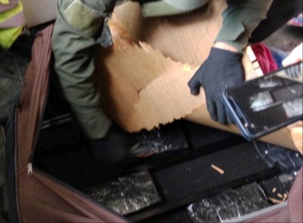 Ocultaba cinco kilos de cocaina en el doble fondo de un automóvil