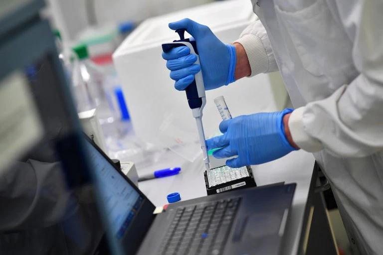 Paso a paso, cómo es la secuenciación genómica para conocer las variantes del coronavirus