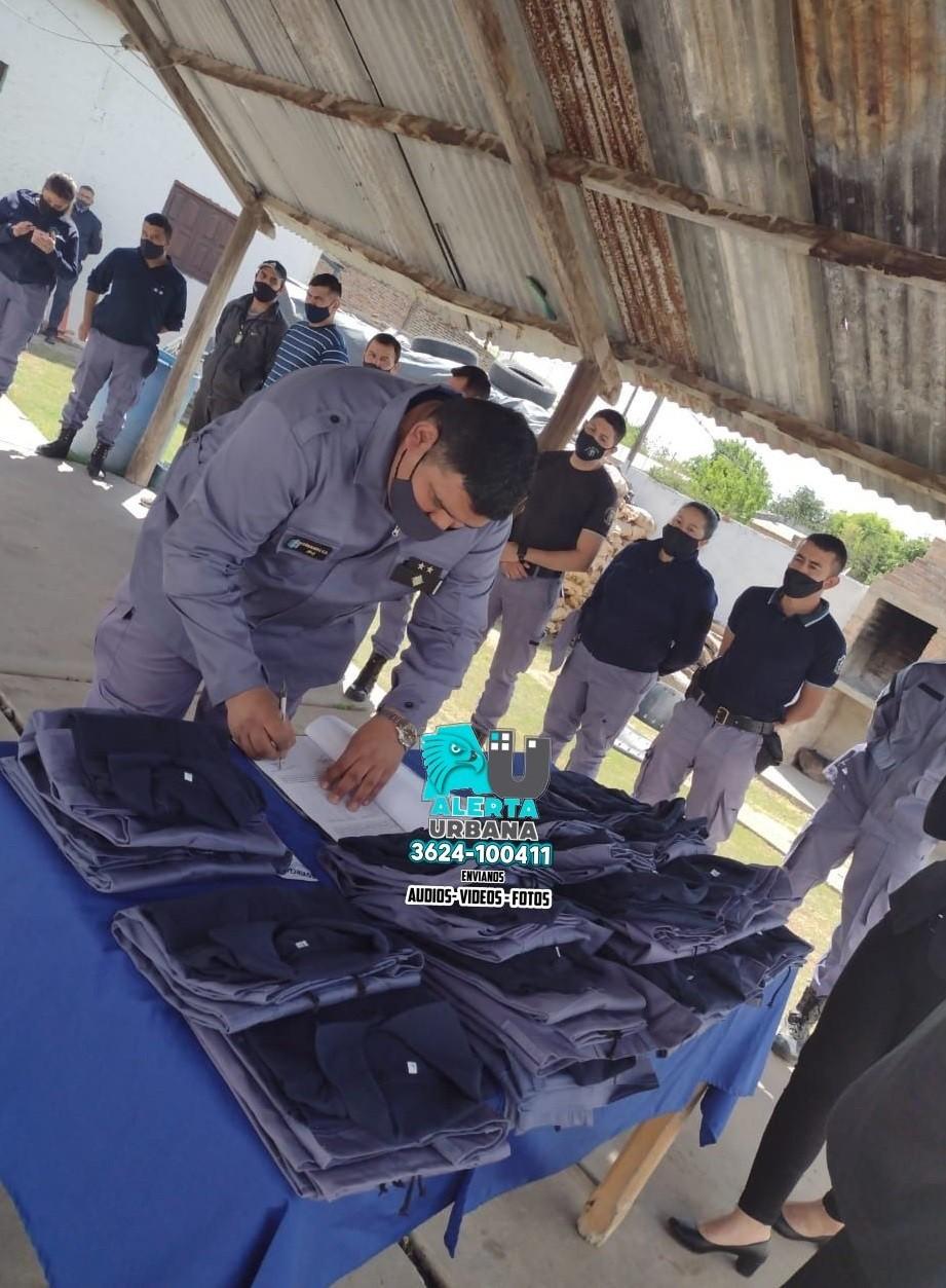 Cote Lai: continúa la entrega de uniformes a efectivos policiales