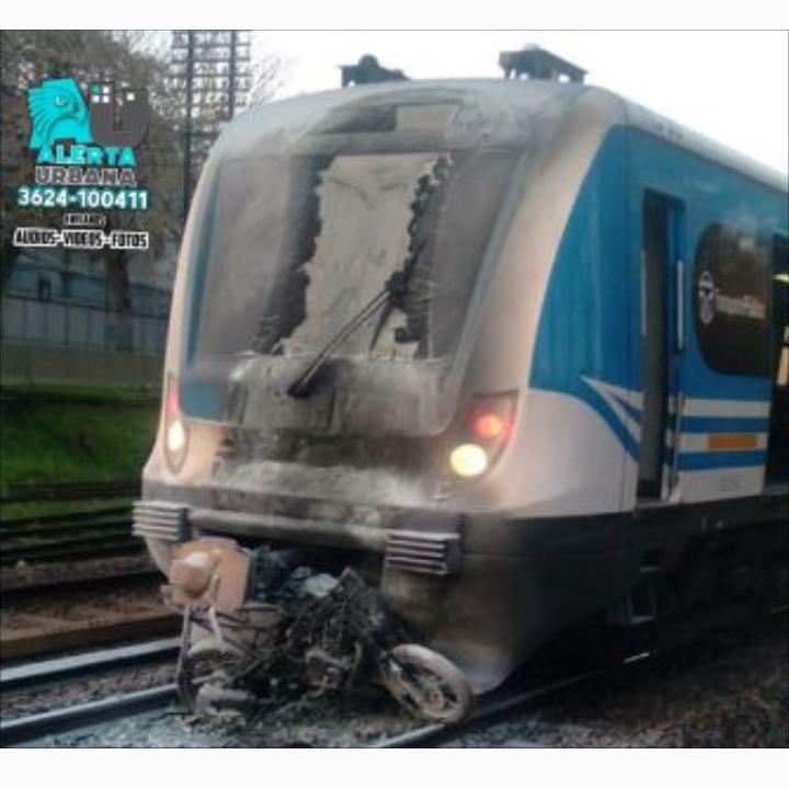 Un tren arrolló y mató a motociclista que cruzaba con las barreras bajas