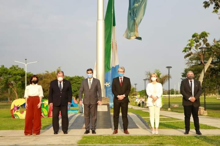 El gobernador encabezó el izamiento de la bandera del Chaco en su 14º aniversario