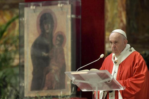 El Papa Francisco: denunció que dentro del Vaticano lo