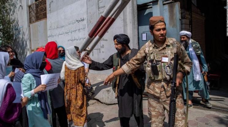 Las empleadas del gobierno de Kabul han recibido la orden de quedarse en casa