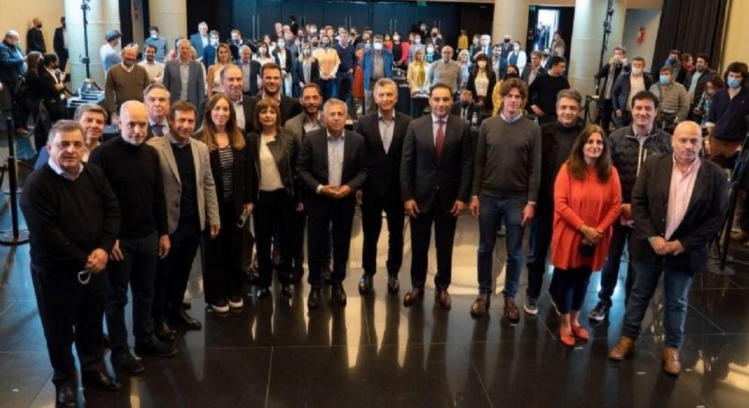 """Juntos por el Cambio y relanzó su campaña con una foto de """"unidad"""""""
