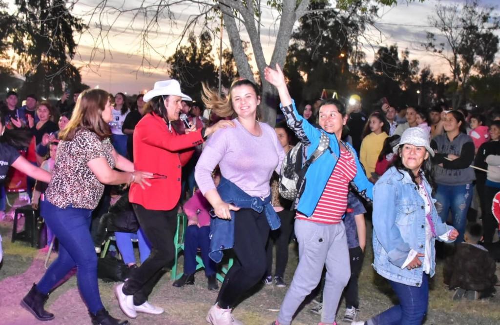 Charata: los estudiantes celebraron a pleno su día