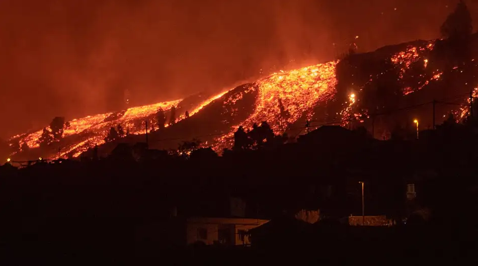 España: el volcán Cumbre Vieja contamina con más de 8.000 toneladas de azufre