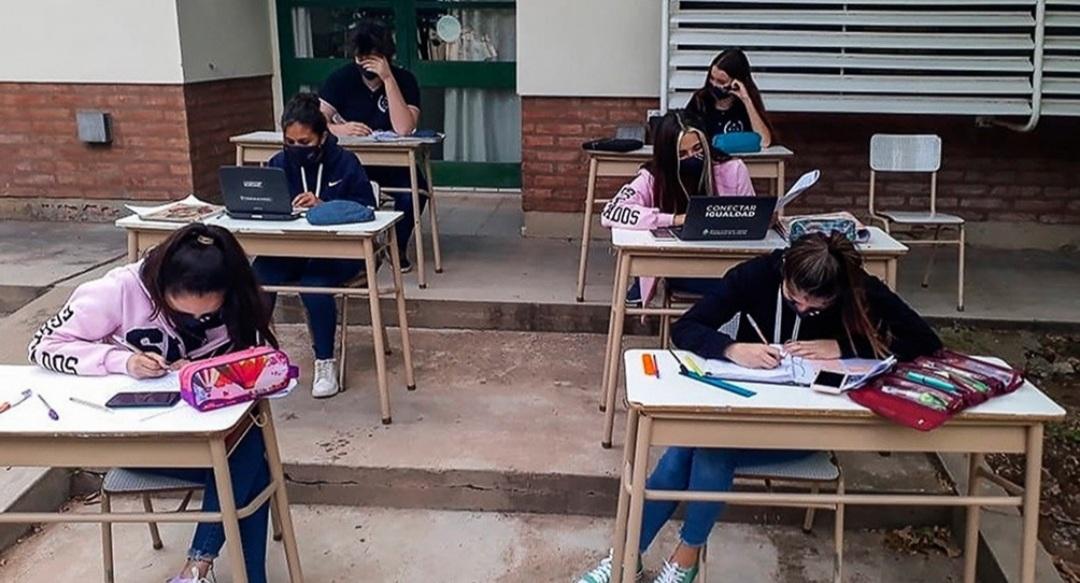 Educación invertirá cinco mil millones para buscar alumnos que abandonaron la escuela