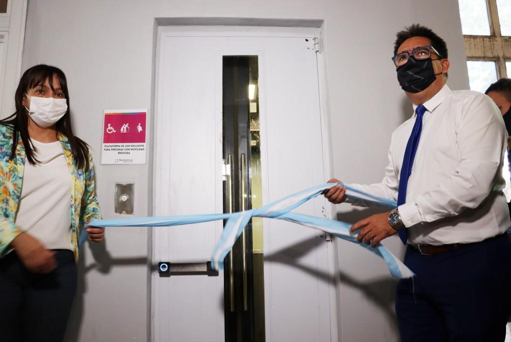 Resistencia: se inauguró el primer ascensor de la municipalidad