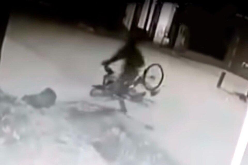 Un delivery mató a golpes y le robó las zapatillas a un hombre que le había robado la bicicleta
