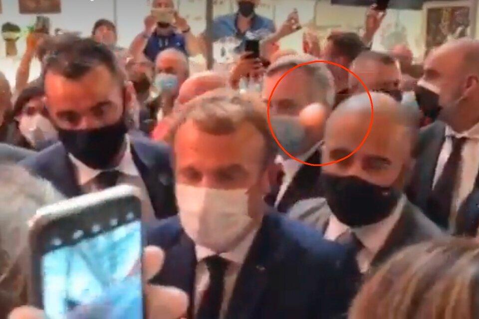 Emmanuel Macron recibió un huevazo en una feria de gastronomía en Lyon