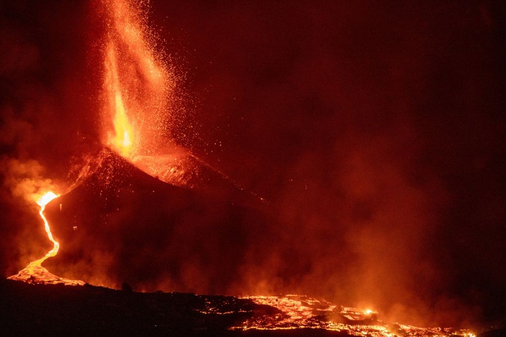 El volcán Cumbre Vieja de Canarias volvió a escupir ceniza