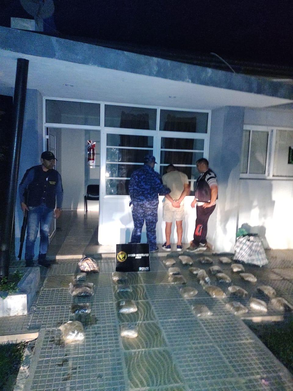 Persecución y secuestro de más de 12 kilos de cogollos