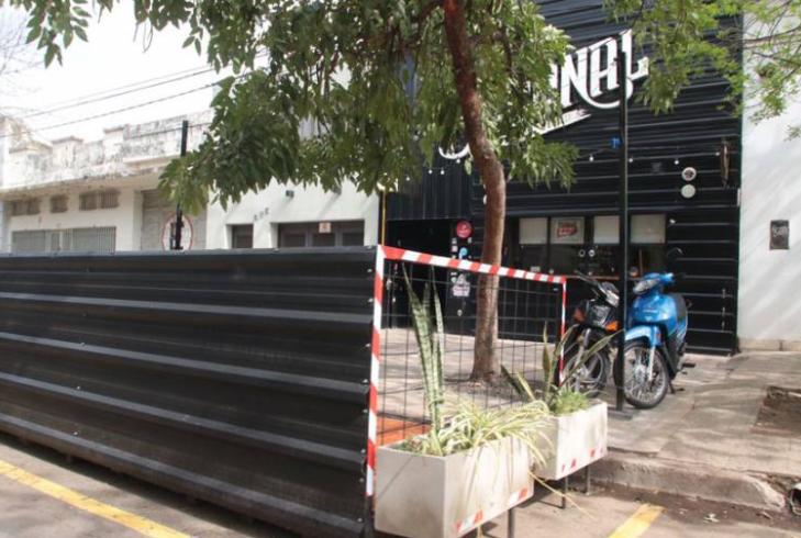 Alertan sobre la falta de seguridad en los balcones gastronómicos