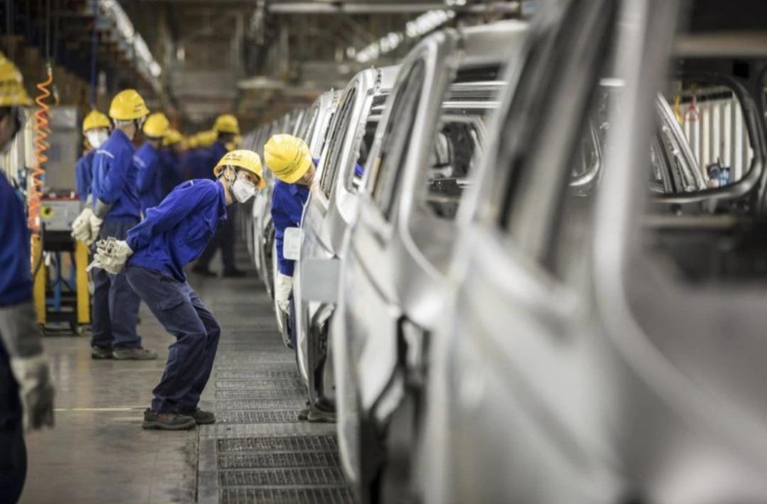 La actividad industrial china se contrajo por primera vez desde febrero de 2020