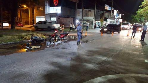 Accidente entre motos en Av. Sarmiento al 1200
