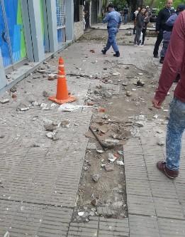 Graves incidentes con policías lesionados en la Subsecretaría de Abordaje Territorial del Ministerio de Desarrollo Social de la provincia.