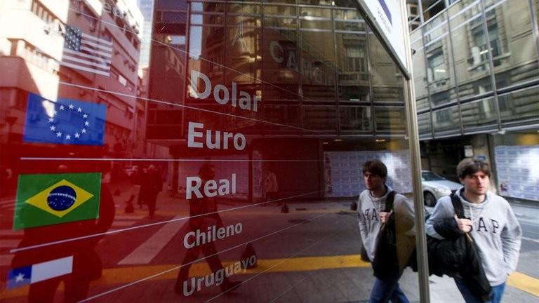 Dólar: sube el precio en bancos de la divisa luego de las medidas del Gobierno