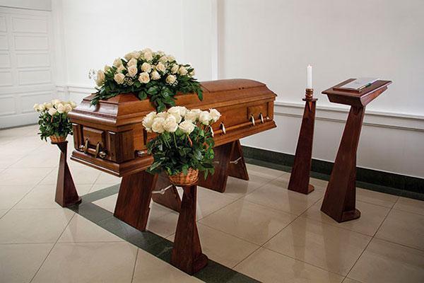 Las Breñas: Velaron a su madre fallecida y cuando abrieron el cajón encontraron otro cuerpo.