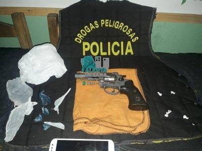 Gral. San Martín: un arma y drogas fueron secuestradas en un allanamiento.