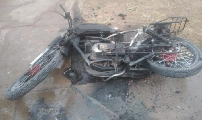 Villa Ángela: Adolescente queda detenido tras incendiar la moto de la actual pareja de su ex.