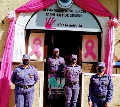 El Departamento Violencia Familiar y de Genero de la Policía del Chaco, concientiza sobre el cancer de mama.