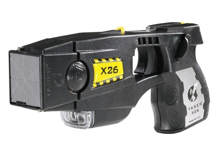 Tres municipios bonaerenses buscan implementar el uso de las pistolas Taser