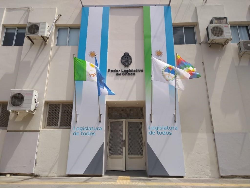 La Legislatura se ilumina de azul turquesa por el Día Mundial de la Dislexia