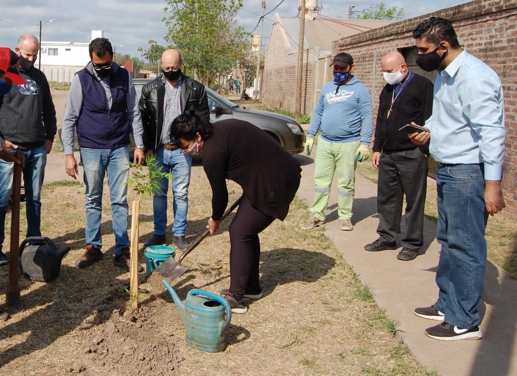 Resistencia Arbolada 2020: en el barrio Insssep continuó la campaña de plantación de distintas especies