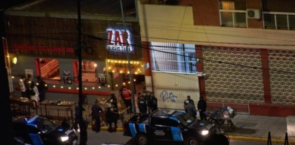 Tragedia en un bar de San Miguel: una joven murió al explotar un centro de mesa