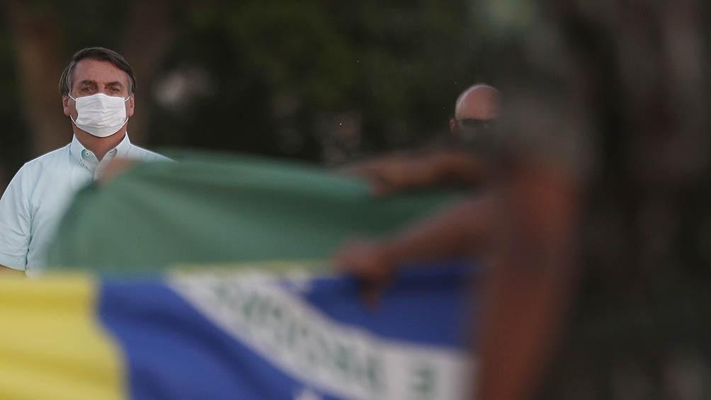Científicos dicen que casos de coronavirus aumentan más donde Bolsonaro obtuvo más votos