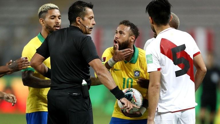 """""""Neymar es un payaso"""": el defensor de Boca Carlos Zambrano apuntó contra la figura de Brasil tras el polémico juego ante Perú"""