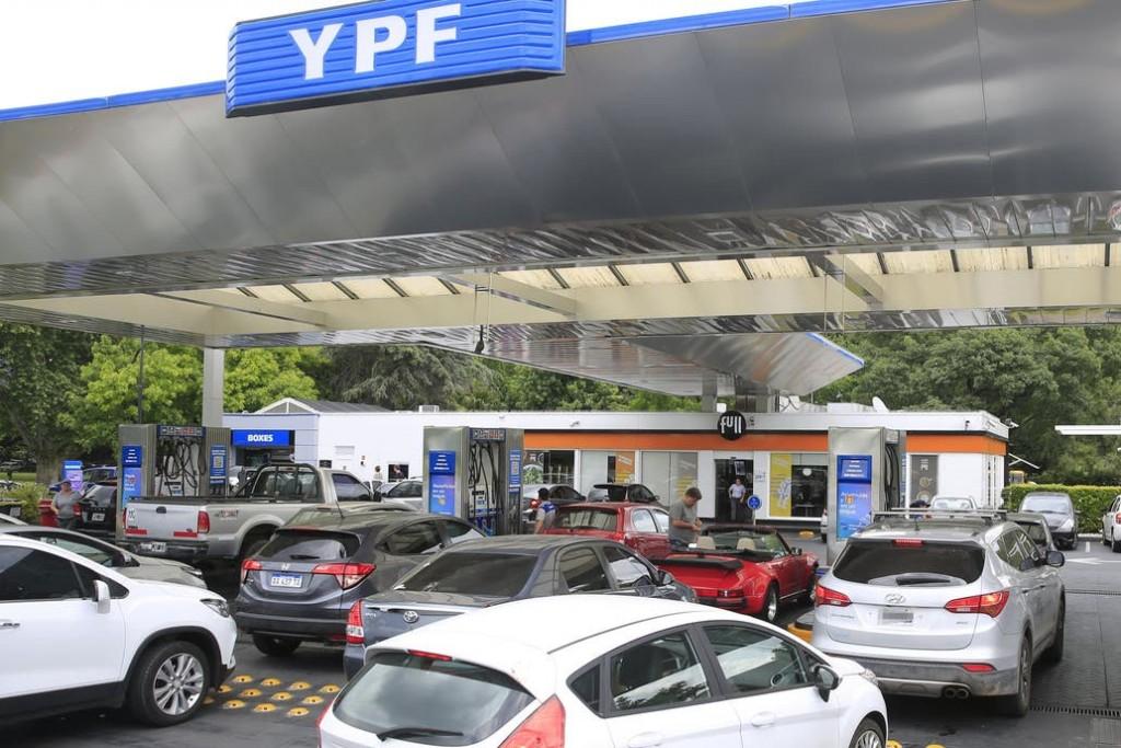 Naftas y gasoil: YPF aplica un alza de 3,5%, el tercer aumento en tres meses