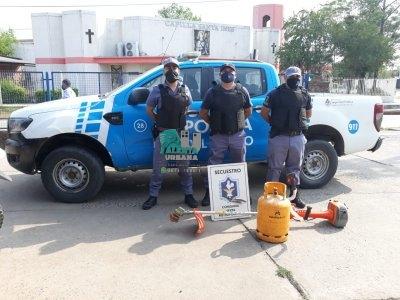 Resistencia: la Policía del Chaco investiga la procedencia de una garrafa y una desmalezadora.