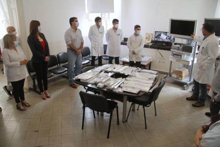 El gobernador Capitanich entregó equipos de alta tecnología para mejorar técnicas quirúrgicas en el hospital Perrando.