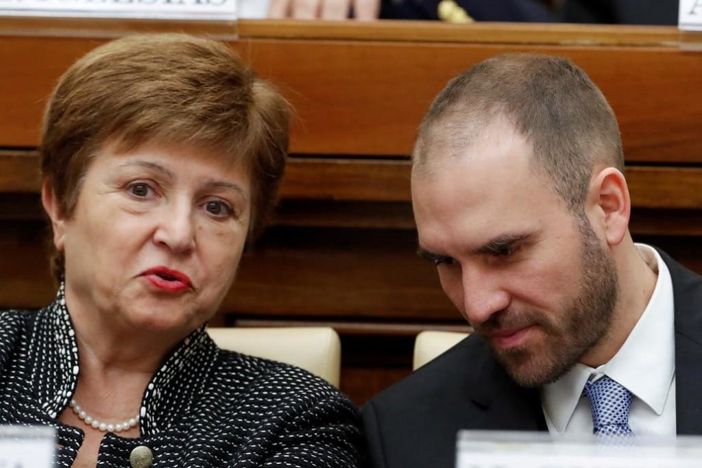 Dólar. En medio de la tensión cambiaria y tras las nuevas medidas, Guzmán habló con la directora del FMI