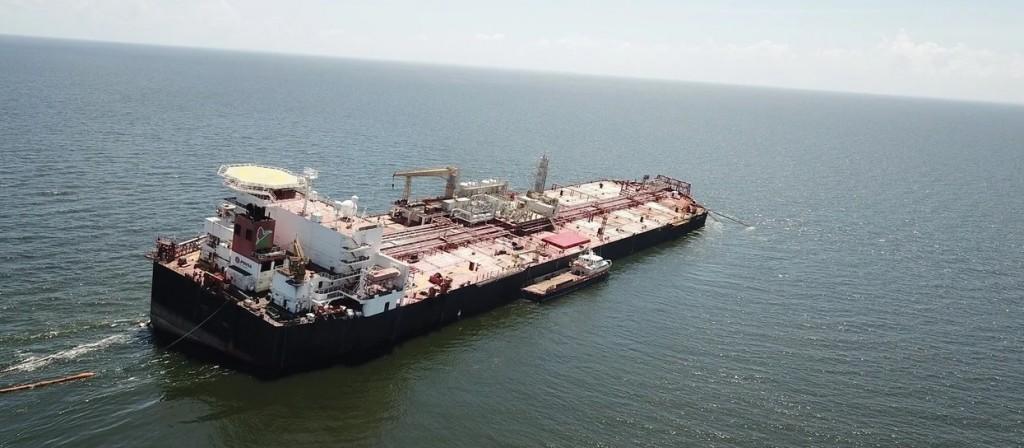 Un enorme barco de Venezuela se hunde en el Caribe con más de un millón de barriles de petróleo y temen un desastre ambiental