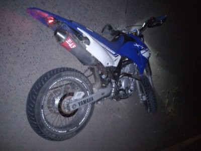 Encuentran a motociclista sin vida por la colectora