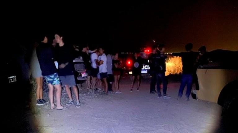 """Fiesta clandestina en Mendoza: 400 personas participaron de un """"boliche a cielo abierto"""" con DJ, luces y máquinas de humo"""