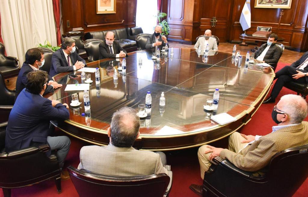 Impulso a la producción de alimentos y refinanciación de deuda en la agenda de Capitanich en Buenos Aires.