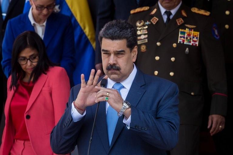 """Nicolás Maduro: """"Me parece una muy buena idea comprarle misiles a Irán"""