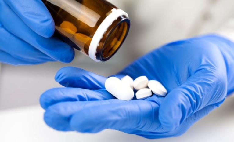 El 50% las muertes y hospitalizaciones por Covid se redujeron con la píldora de Merck