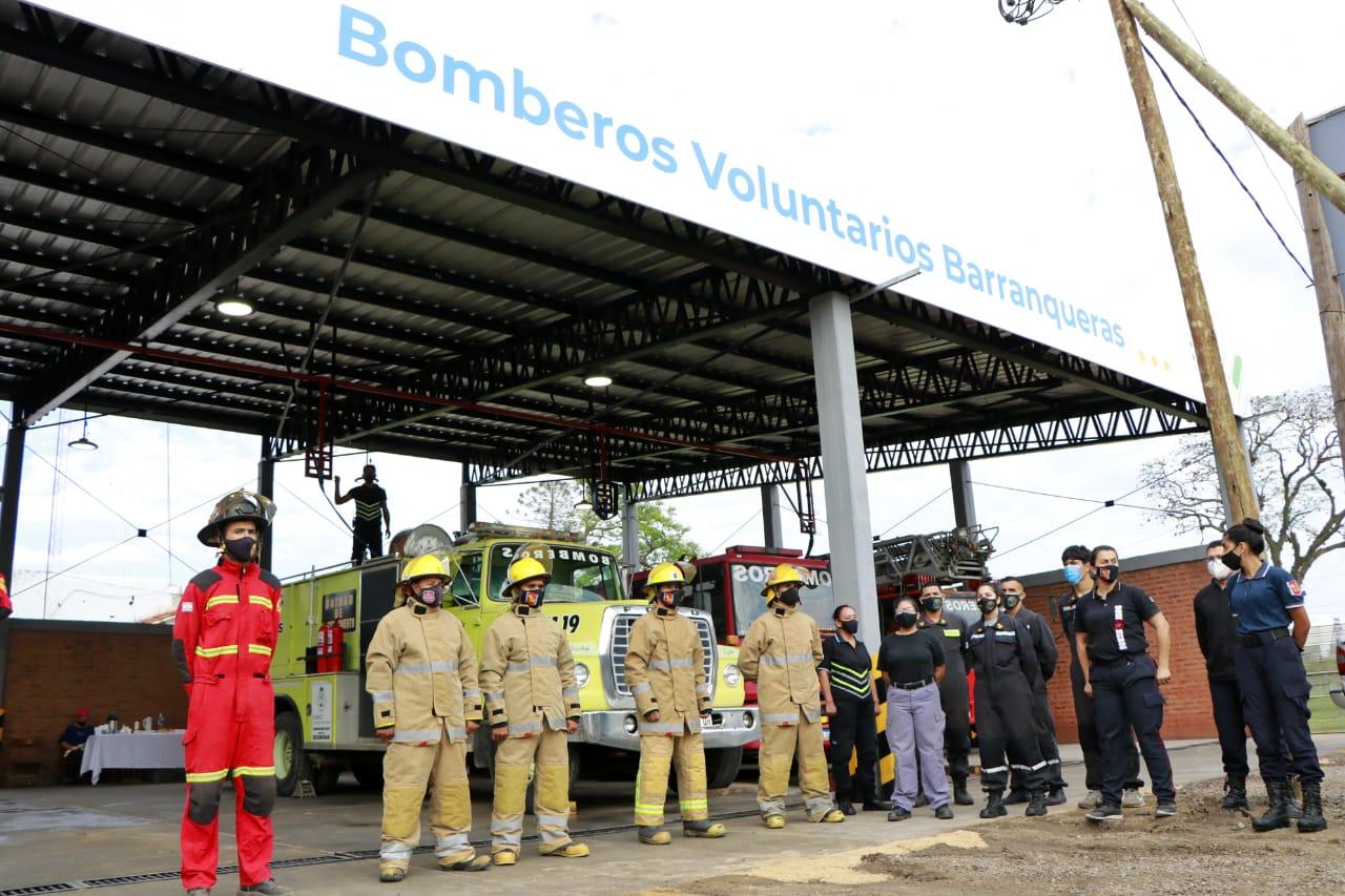 Capitanich inauguró importantes obras en el primer cuartel de bomberos del Chaco