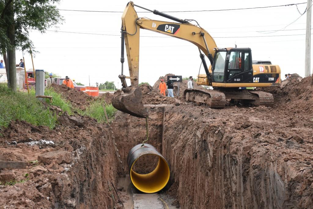 El municipio y Vialidad Nacional avanzan con la obra del nuevo desagüe en al colectora de Ruta Nro. 11