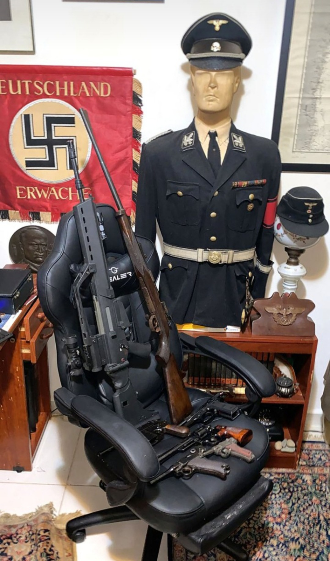 Fueron a detener a un pedófilo y se encontraron con una colección de objetos nazis