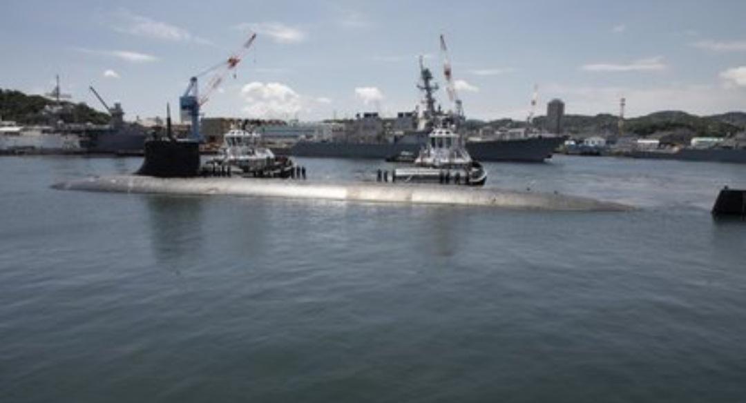 Un submarino nuclear de EEUU chocó con un objeto desconocido