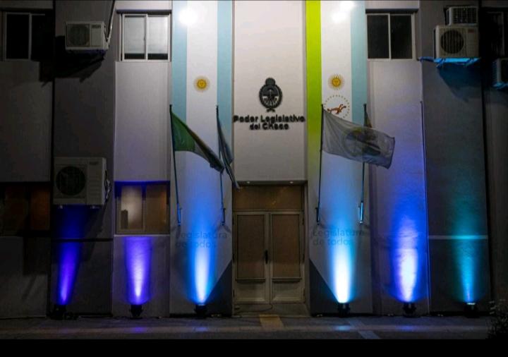 La Legislatura se iluminó de azul turquesa para concientizar en el Día Internacional de la Dislexia