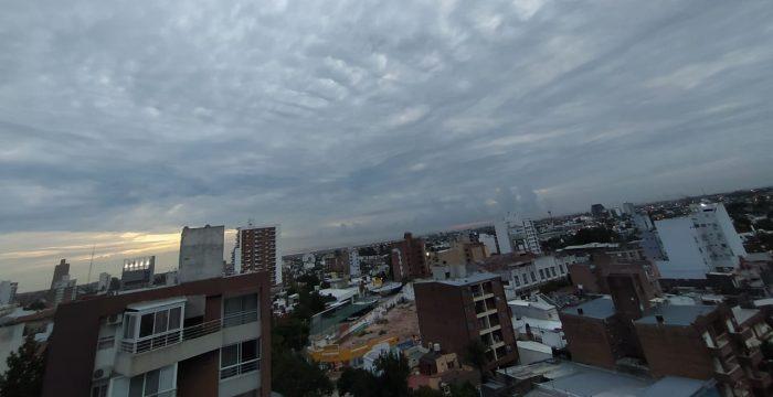 Cielo cubierto, máxima de 26°C y lluvias aisladas