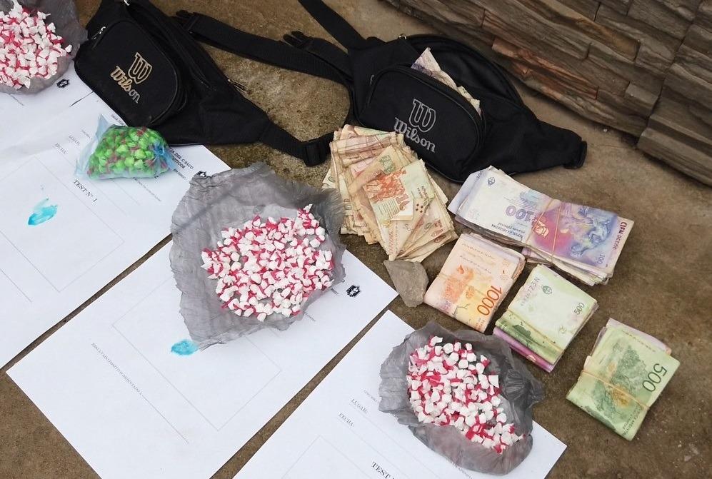 Demoran a dos mujeres con mas de 400 bochitas de cocaína