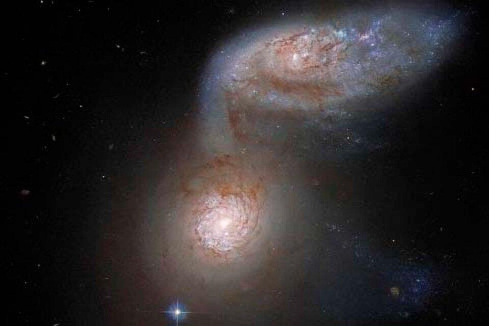 La impactante imagen que captó el telescopio Hubble: el instante en que dos galaxias se fusionan